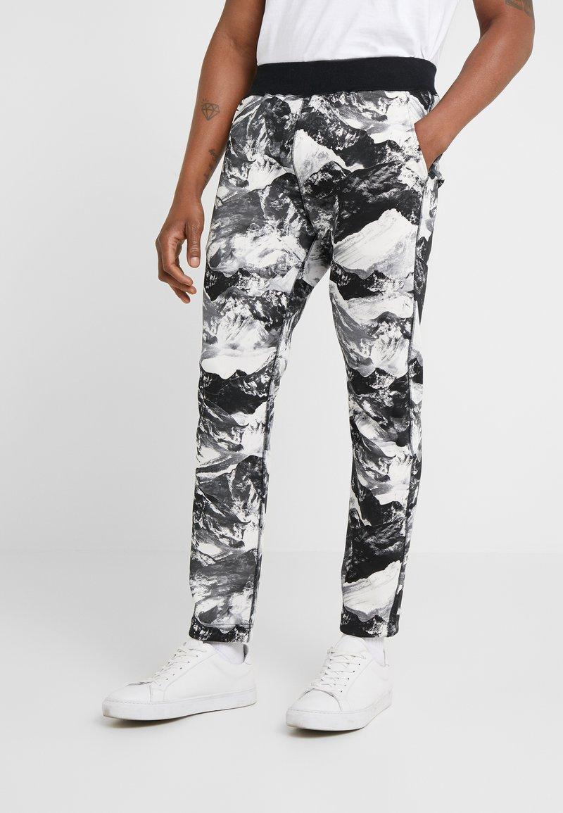White Mountaineering - MOUNTAIN PRINTED - Teplákové kalhoty - black