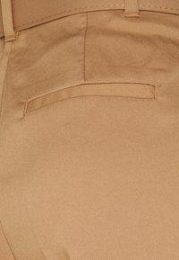 Vero Moda Tall - VMJULIE CARROT PLEAT ANK PANT - Trousers - tobacco brown - 2