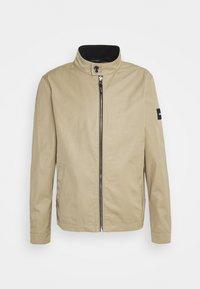 Calvin Klein Tailored - ICONIC HARRINGTON JACKET - Giacca leggera - travertine - 0