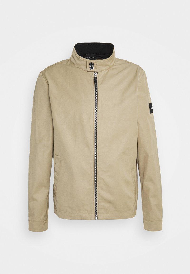 Calvin Klein Tailored - ICONIC HARRINGTON JACKET - Giacca leggera - travertine