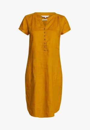 AMINAS - Vestido camisero - buckhorn brown