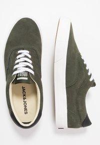 Jack & Jones - JFWMORK - Sneakersy niskie - olive night - 1