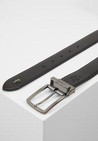 Lacoste - REVERSIBLE CURVED STITCHED EDGES - Belt - black - 2