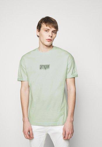 THILO FADE - Print T-shirt - green