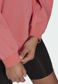 adidas Originals - SWEATSHIRT TREFOIL ESSENTIALS ORIGINALS REGULAR PULLOVER - Felpa - pink - 4