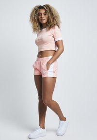 SIKSILK - Shorts - apricot blush - 1