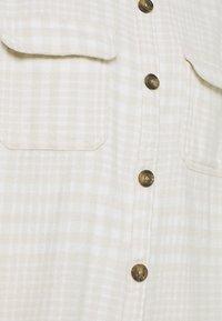 Hollister Co. - SHACKET - Lett jakke - white/tan - 5