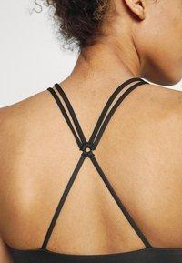 Nike Performance - INDY STRAPPY BRA - Light support sports bra - black/white - 4