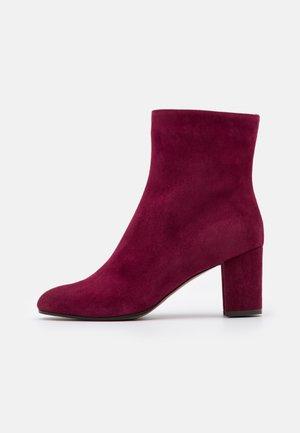 Kotníkové boty - burgundy