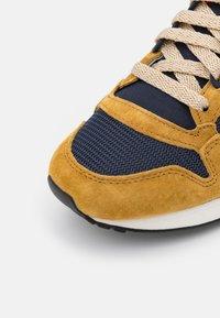 adidas Originals - ZX 500 UNISEX - Trainers - mesa/scarlet/legend ink - 5