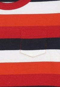GAP - TODDLER BOY  - Bluzka z długim rękawem - pure red - 3