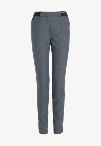 MIT ABGERUNDETEN EINGRIFFTASCHEN - Trousers - grey
