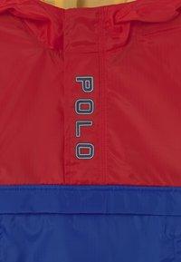 Polo Ralph Lauren - OUTERWEAR - Vodotěsná bunda - red/sapphire star - 2