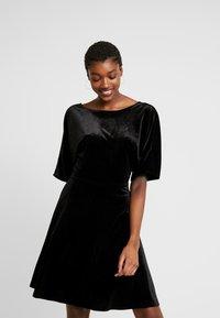 Monki - ADALIA DRESS - Vestido de cóctel - black topaz - 0