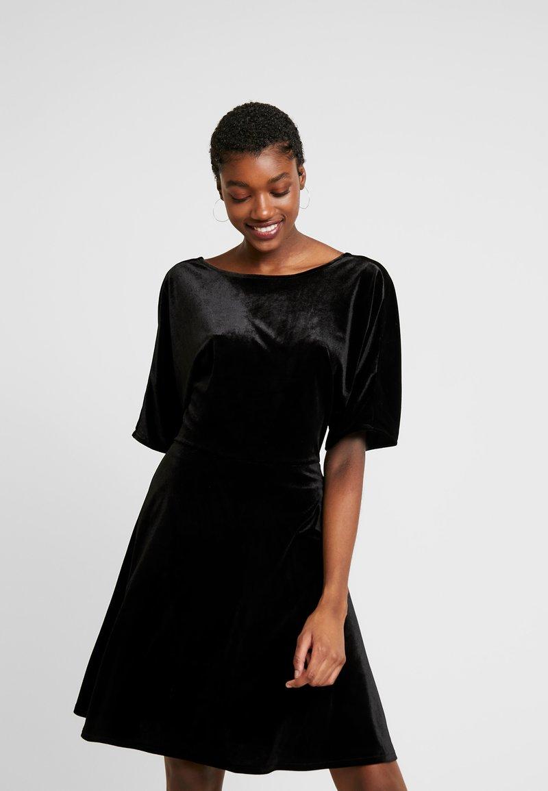 Monki - ADALIA DRESS - Vestido de cóctel - black topaz
