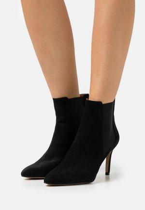 BIADANGER CHELSEA - Kotníková obuv na vysokém podpatku - black