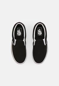Vans - UY CLASSIC SLIP-ON - Tenisky - rainbow/black - 3