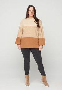 Zizzi - Sweatshirt - beige - 1