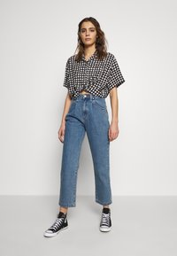 Abrand Jeans - CROPPED HAWAIIAN - Button-down blouse - faded black - 1