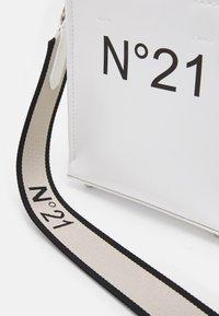 N°21 - NANO SHOPPING - Kabelka - white - 5