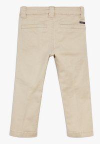 Name it - NMMBARRY TWIATICKA - Chino kalhoty - white pepper - 1