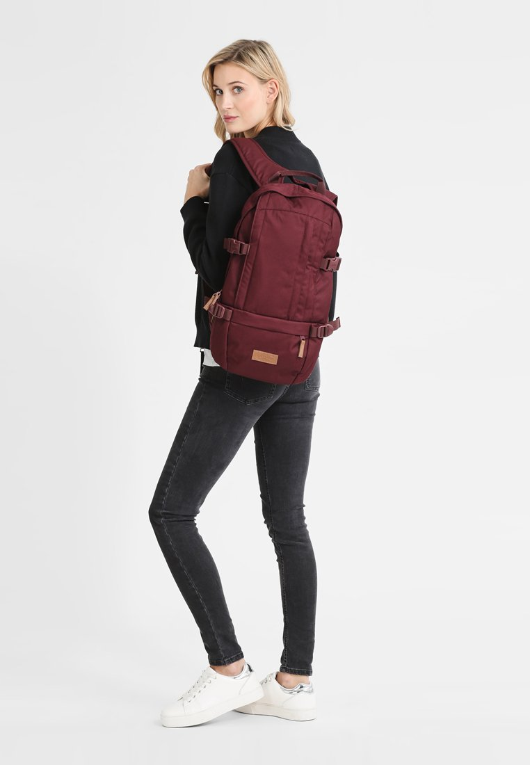 Eastpak - FLOID/CORE SERIES - Mochila - mono wine