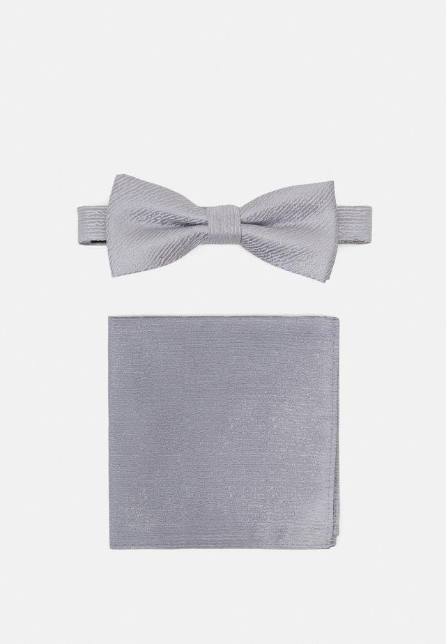 ONSTOBIAS PATTERN BOWTIE SET - Bow tie - quiet grey