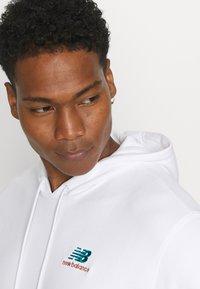 New Balance - ESSENTIALS EMBROIDERED HOODIE - Sweatshirt - white - 3