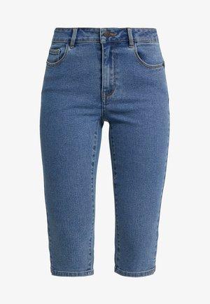 VMHOT SEVEN SLIT KNICKER - Denim shorts - medium blue denim