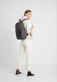Nike Sportswear - ELEMENTAL UNISEX - Mochila - thunder grey/black - 5