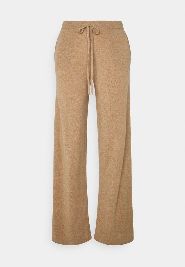 ESSENTIALS WIDE LEG PANT - Stoffhose - camel