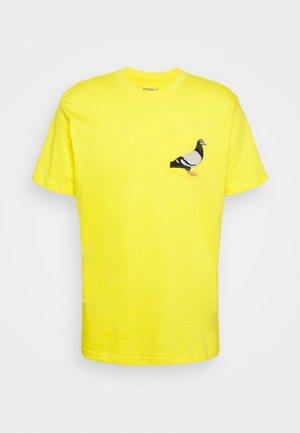 POCKET TEE UNISEX - Print T-shirt - yellow