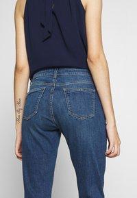 Dorothy Perkins Petite - PETITES MIDWASH ABRASION HARPER  - Slim fit jeans - mid wash denim - 3