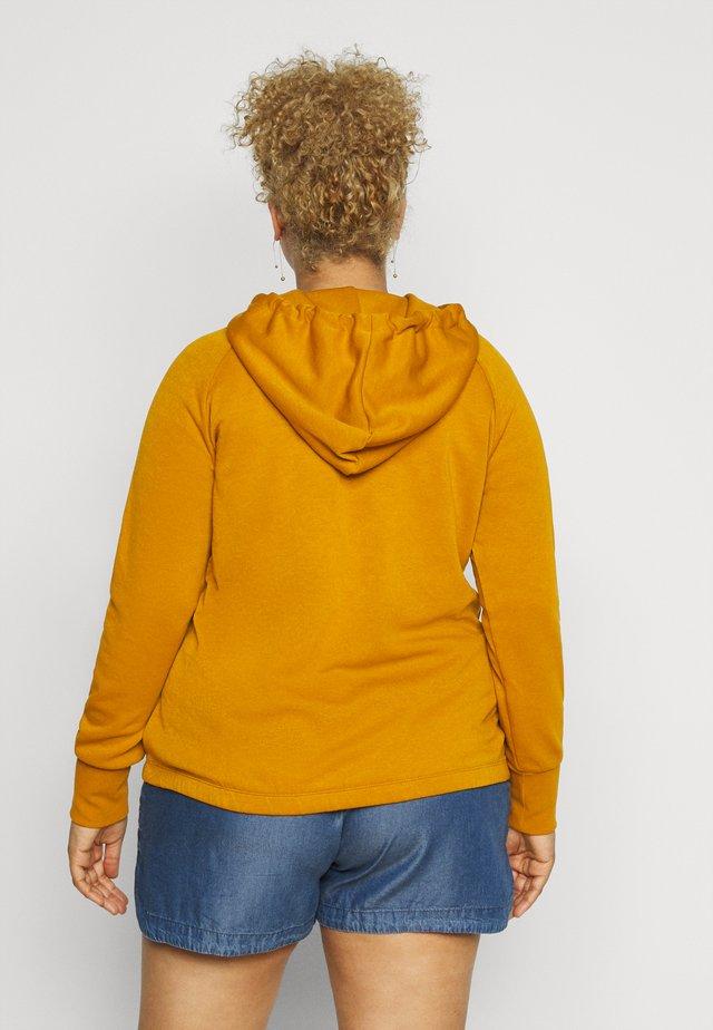 VMLOKKA  CURVE - Hoodie - buckthorn brown