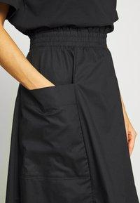 Monki - QIA SKIRT - Áčková sukně - black dark - 4