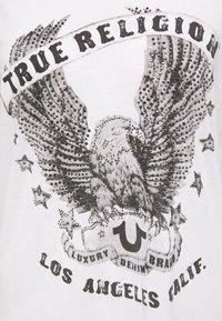 True Religion - CREW RELAX EAGLE - Camiseta estampada - white - 2