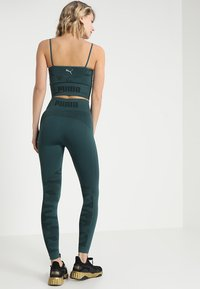 Puma - EVOKNIT SEAMLESS LEGGINGS - Tights - ponderosa pine - 2