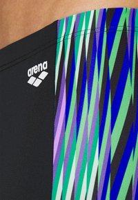 Arena - SPEED STRIPES JAMMER - Swimming trunks - black/multi green - 3