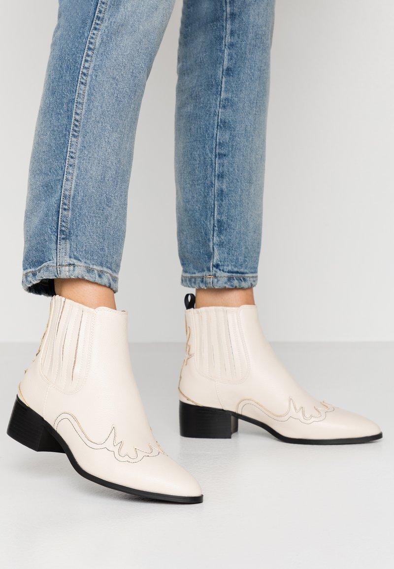 RAID - ORACIA - Ankle boot - cream tumbled
