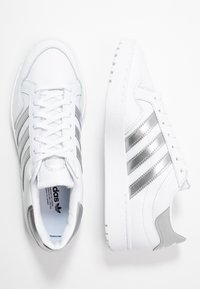 adidas Originals - TEAM COURT - Sneakers - footwear white/silver metallic - 3