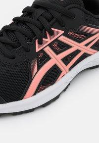 ASICS - GEL-SILEO 2 - Chaussures de running neutres - black/guava - 5