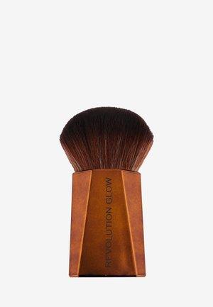 REVOLUTION GLOW SPLENDOUR POWDER BRUSH - Powder brush - -