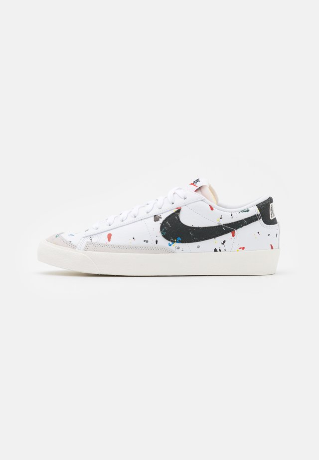 BLAZER LOW '77  - Sneakersy niskie - white/black/sail/team orange