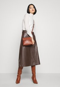 Royal RepubliQ - PURE EVENING BAG - Across body bag - cognac - 1