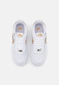 Nike Sportswear - AIR FORCE 1 SHADOW - Baskets basses - white/metallic gold/metallic silver - 5