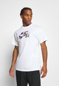 Nike SB - T-shirts print - white - 0