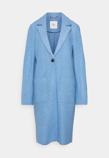 Klasyczny płaszcz - light blue