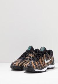Nike Performance - AIR ZOOM CAGE - Clay court tennis shoes - wheat/metallic silver/hyper jade/desert ore/black/white - 2