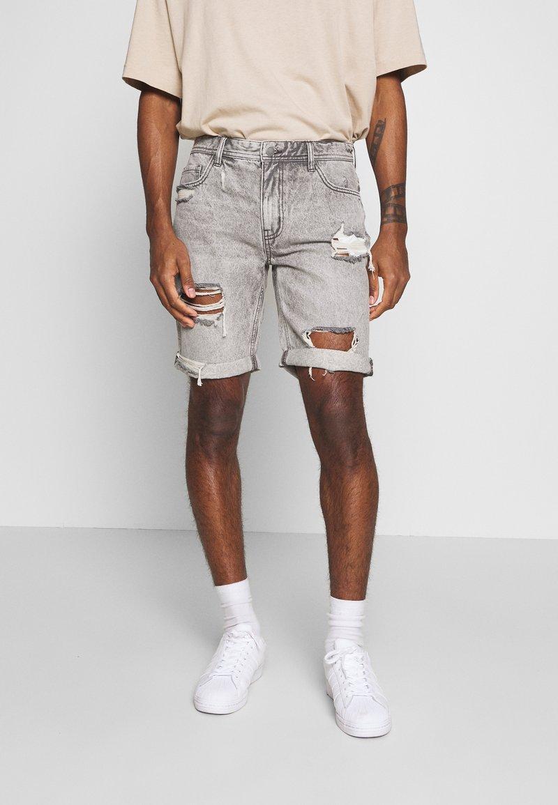 Cotton On - ROLLER - Džínové kraťasy - grey