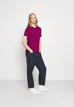 3 PACK SLIM TEE - Basic T-shirt - purple